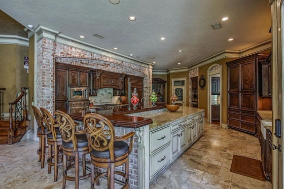 nfl 39 s adrian peterson lists texas home celebrity house pictures
