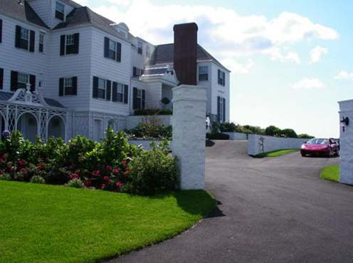 Taylor swift s home in rhode island celebrity house pictures for Rhode island bath house