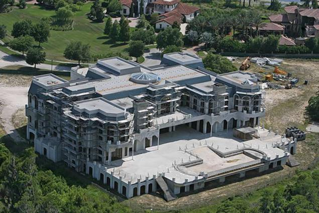The largest house in the us david siegel 39 s 90 000 square for Largest homes in america