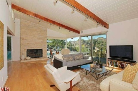 Venus-Williams-living-room-983750-573x430
