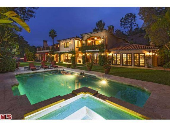Modern family 39 s sophia vergara purchases beverly hills for Famous homes in beverly hills