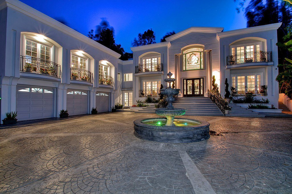 Manny pacquiao snatches up beverly hills home celebrity for Famous homes in beverly hills