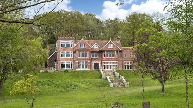cate blanchett buys english mansion celebrity house pictures