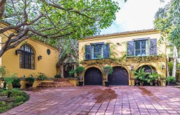 charlie-sheen-unloads-a-spare-l-a-mansion-for-5-4m2