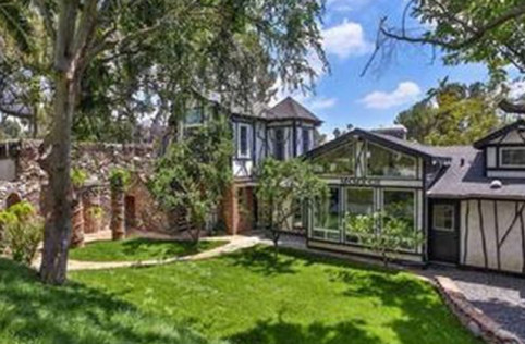 frank-zappas-5-3m-palace-of-weird-has-an-unsurprising-buyer-lady-gaga32