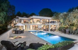 Jane-Fonda-Lists-Home-For-Sale-Beverly-Hills-CA-Night-House-768x512