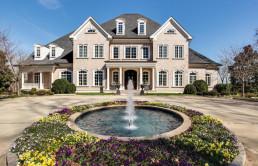 kelly-clarkson-lists-tennessee-riverfront-estate-for-8-8m3