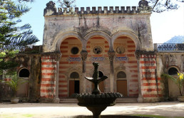 madonna-makes-a-splash-with-purchase-of-8-9m-moorish-palace-in-portugal1